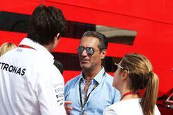 Тото Вольф, руководитель Mercedes AMG F1 и Карлос Слим Домит, владелец America Movil и Сьюзи Вольф,
