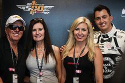 John Force met vrouw Laurie, Graham Rahal en zijn vrouw Courtney Force