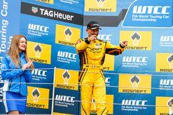 Podium: Gabriele Tarquini, LADA Sport Rosneft, Lada Vesta