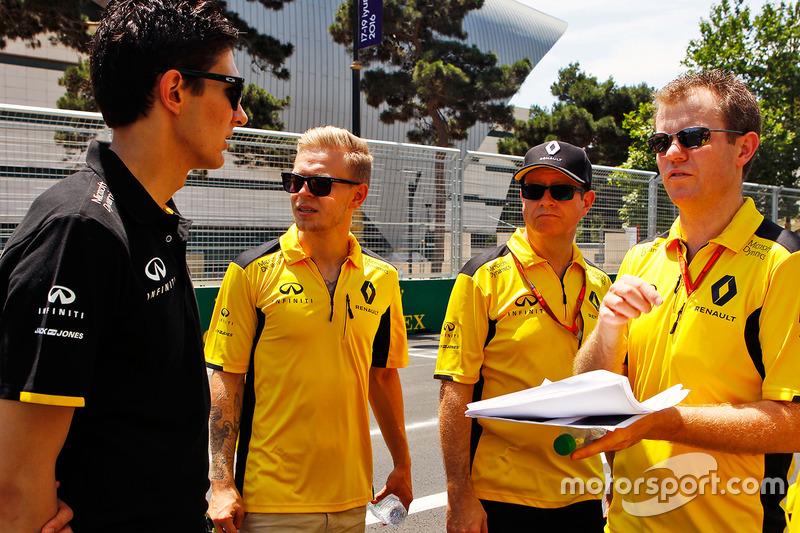 Esteban Ocon, Renault Sport F1 Team y Kevin Magnussen, Renault Sport F1