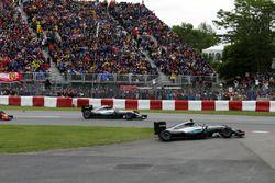 Nico Rosberg, Mercedes AMG F1 W07 Hybrid sort large au départ