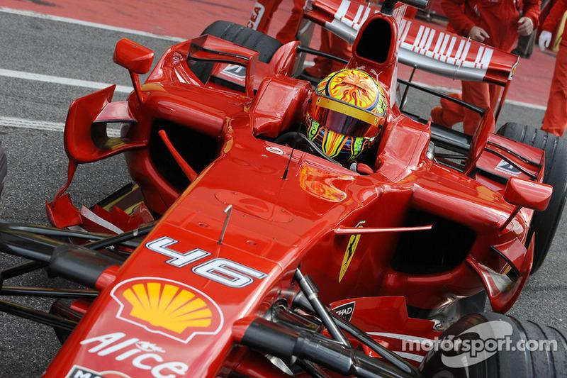 Valentino Rossi prueba el Ferrari F2008 en Barcelona en 2010