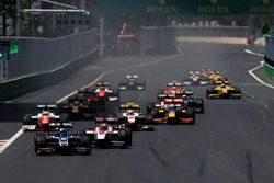Raffaele Marciello, RUSSIAN TIME, devance Nobuharu Matsushita, ART Grand Prix, Oliver Rowland, MP Motorsport & Luca Ghiotto, Trident at the first re-start