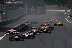 Raffaele Marciello, RUSSIAN TIME, leads Nobuharu Matsushita, ART Grand Prix, Oliver Rowland, MP Moto