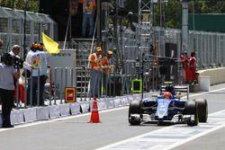 Felipe Nasr, Sauber C35 passe un cône dans la voie des stands
