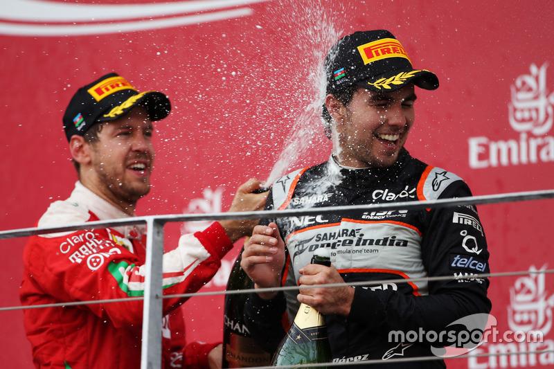 Podio: Sebastian Vettel, Ferrari celebra su segundo lugar con el tercer lugar Sergio Pérez, Sahara Force India F1