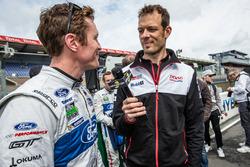 Скотт Дикссон, #69 Ford Chip Ganassi Racing Ford GT дает интервью Александру Вурцу для Motorsport.com
