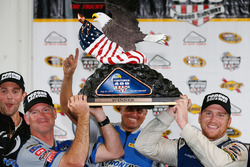 Winner Chris Buescher, Front Row Motorsports Ford, Bob Osborne, crew chief