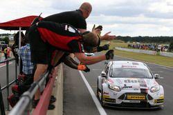 Yarış galibi Mat Jackson, Motorbase Performance