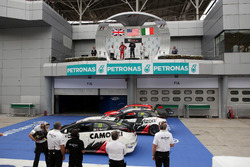 Podio: Ganador de la carrera Kevin Gleason, Honda Civic TCR, West Coast Racing; segundo lugar James Nash, Seat Leon, Team Craft-Bamboo LUKOIL; tercer lugar Gianni Morbidelli, Honda Civic TCR, WestCoast Racing