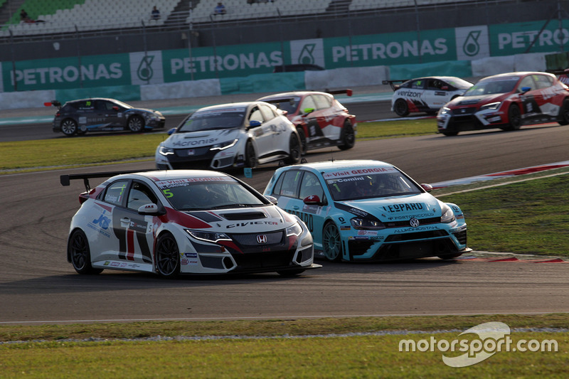 Roberto Colciago, Target Competition, Honda Civic TCR and Stefano Comini, Leopard Racing, Volkswagen Golf GTI TCR