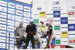 Podium: Sieger Niko Kari, Motopark Dallara F312, Volkswagen; 2. Lance Stroll, Prema Powerteam Dallar