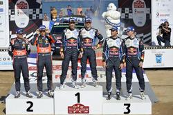 Тьерри Невилль и Николя Жильсуль, Hyundai i20 WRC, Hyundai Motorsport; Себастьен Ожье и Жюльен Ингра