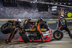 Tony Stewart, Stewart-Haas Racing Chevrolet pit stop