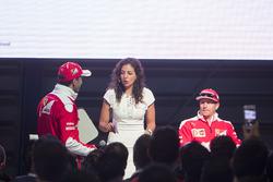 Kimi Raikkonen, Ferrari, Giselle Zarur Maccise reportera F1 Latinoamerica y Marc Gene, Piloto de pru