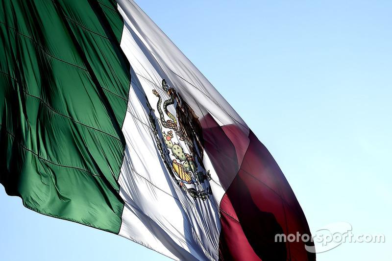 علم المكسيك