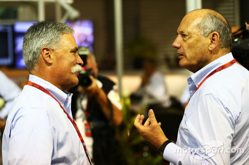 تشايس كاري، رئيس مجلس إدارة مجموعة الفورمولا واحد ورون دينيس، الرئيس التنفيذى لمجموعة مكلارين