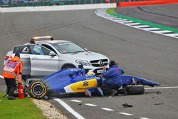 Marcus Ericsson, Sauber C35, accidenté durant les EL3