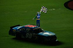 Race winner Aric Almirola, Ford