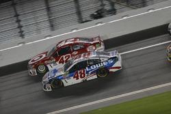 Jimmie Johnson, Hendrick Motorsports, Chevrolet; Kyle Larson, Chip Ganassi Racing, Chevrolet