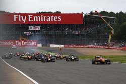 Start action: Jordan King, Racing Engineering leads
