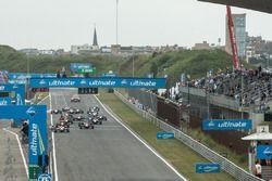 Partenza: Nick Cassidy, Prema Powerteam Dallara F312 - Mercedes-Benz, vs, Maximilian Günther, Prema