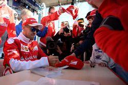 Sebastian Vettel, Ferrari con los aficionados