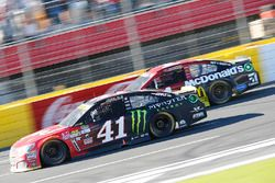 Kurt Busch, Stewart-Haas Racing Chevrolet, Jamie McMurray, Chip Ganassi Racing Chevrolet