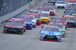 Start: Erik Jones, Joe Gibbs Racing Toyota leads