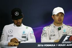 Льюис Хэмилтон, Mercedes AMG F1 Team и Нико Росберг, Mercedes AMG F1 на пресс-конференции
