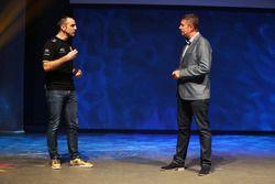 Cyril Abiteboul, Renault Sport F1 Director con David Croft, comentarista de Sky Sports