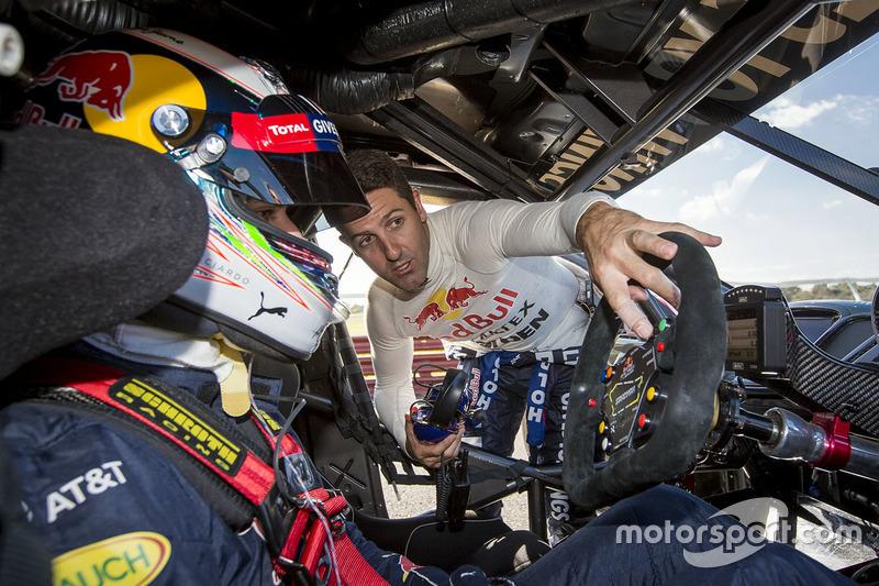 Daniel Ricciardo, Red Bull Racing, pilote une V8 Supercar avec Jamie Whincup, Triple Eight Race Engineering