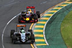 Nico Hulkenberg, Sahara Force India F1 VJM09 and Daniel Ricciardo, Red Bull Racing RB12