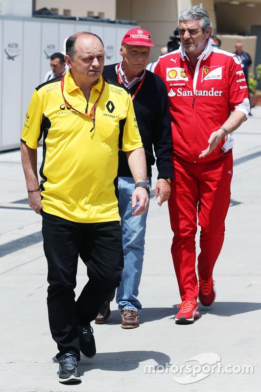 Frederic Vasseur, Renault Sport F1 teambaas met Niki Lauda, Mercedes voorzitter en Maurizio Arrivabene, Ferrari teambaas