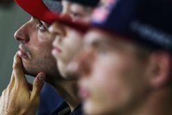 Carlos Sainz Jr., Scuderia Toro Rosso con Daniil Kvyat, Scuderia Toro Rosso y Max Verstappen, Red Bu