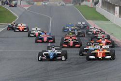 Start action, Egor Orudzhev, Arden Motorsport; Tom Dillmann, AVF