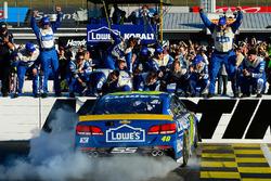 Le vainqueur, Jimmie Johnson, Hendrick Motorsports Chevrolet