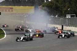 Lewis Hamilton, Mercedes AMG F1 W07 Hybrid, Max Verstappen, Red Bull Racing RB12 y Nico Rosberg, Mer