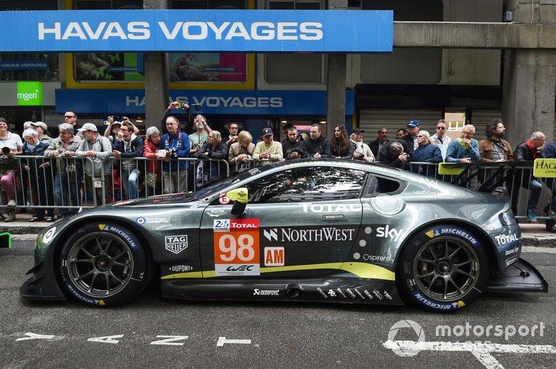 №98 Aston Martin Vantage