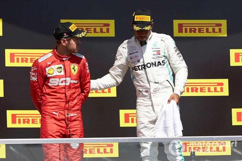 Lewis Hamilton, Mercedes AMG F1, prima posizione, consola Sebastian Vettel, Ferrari, seconda posizione, sul podio