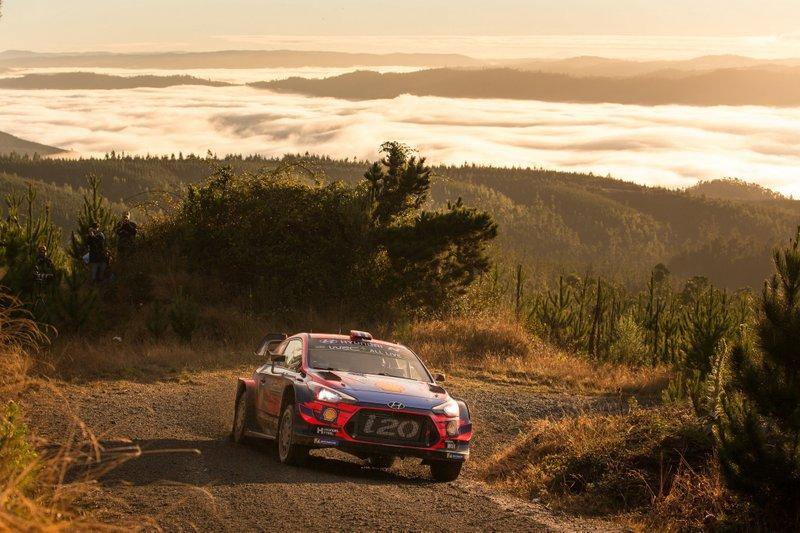 3. Andreas Mikkelsen/Anders Jæger, Hyundai Motorsport, Hyundai i20 Coupe WRC +32,6