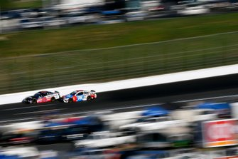 Aric Almirola, Stewart-Haas Racing, Ford Mustang Smithfield and Kyle Busch, Joe Gibbs Racing, Toyota Camry M&M's Red, White & Blue