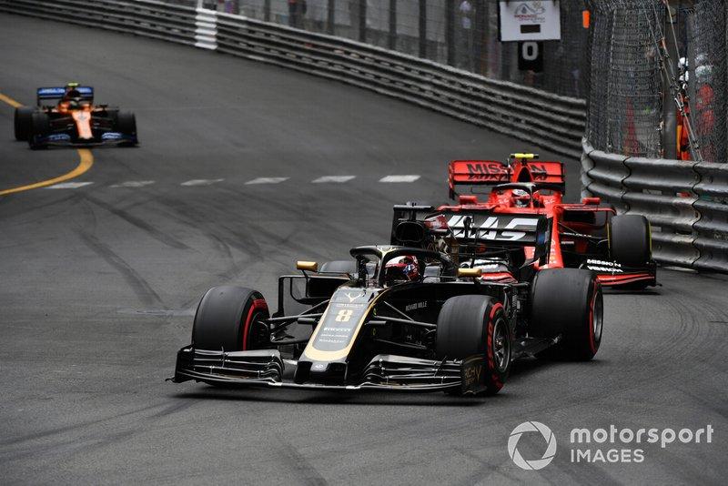 Romain Grosjean, Haas F1 Team VF-19, precede Charles Leclerc, Ferrari SF90, e Lando Norris, McLaren MCL34