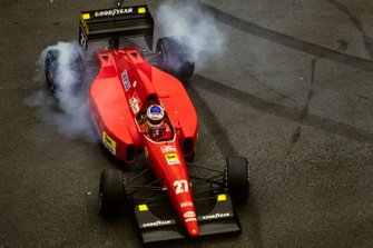Jean Alesi, Ferrari F92A, recovers from a spin