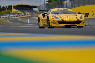 #84 JMW Motorsport Ferrari 488 GTE: Jeff Segal, Rodrigo Baptista, Wei Lu