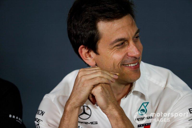 Toto Wolff, Director Ejecutivo (Negocios), Mercedes AMG, en la Conferencia de Prensa de los Directores de Equipo