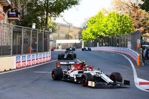 Antonio Giovinazzi, Alfa Romeo Racing C38, Romain Grosjean, Haas F1 Team VF-19, en George Russell, Williams Racing FW42