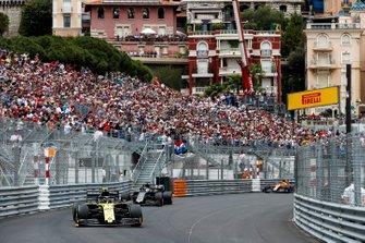 Nico Hulkenberg, Renault R.S. 19, leads Romain Grosjean, Haas F1 Team VF-19