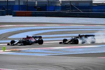 Antonio Giovinazzi, Alfa Romeo Racing C38, Kevin Magnussen, Haas F1 Team VF-19