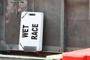 Wet race sign